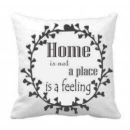 """Perna personalizata """"Home is not a place is a feeling"""""""
